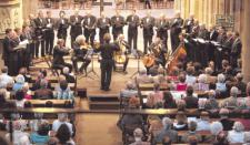 Das Vokalensemble Heilbronn unter seinem Leiter Stefan Skobowsky wurde von Streichern des Württembergischen Kammerorchesters begleitet. Foto: Sawatzki
